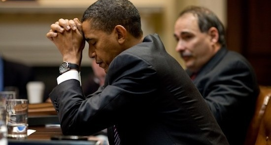 David Axelrod confers with President Barack Obama (White House photo)