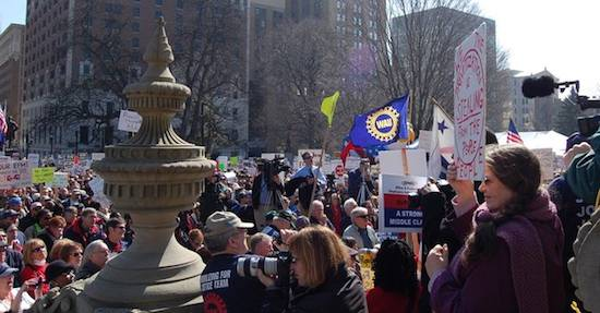 workers rally in Lansing