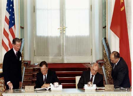 June 31, 1991: U.S. President George H. W. Bush and President Mikhail Gorbachev of the Soviet Union sign the START I treaty in Moscow. Photo credit: US NPS/DOI.