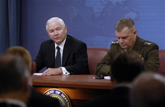 SecDef Robert Gates (left) and VJCS Gen. James E. Cartwright, Sept. 17, 2009.