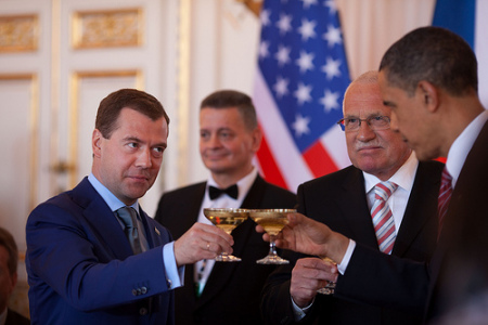 http://images2.dailykos.com/images/user/14898/obama_medvedev_toast_Prague.jpg